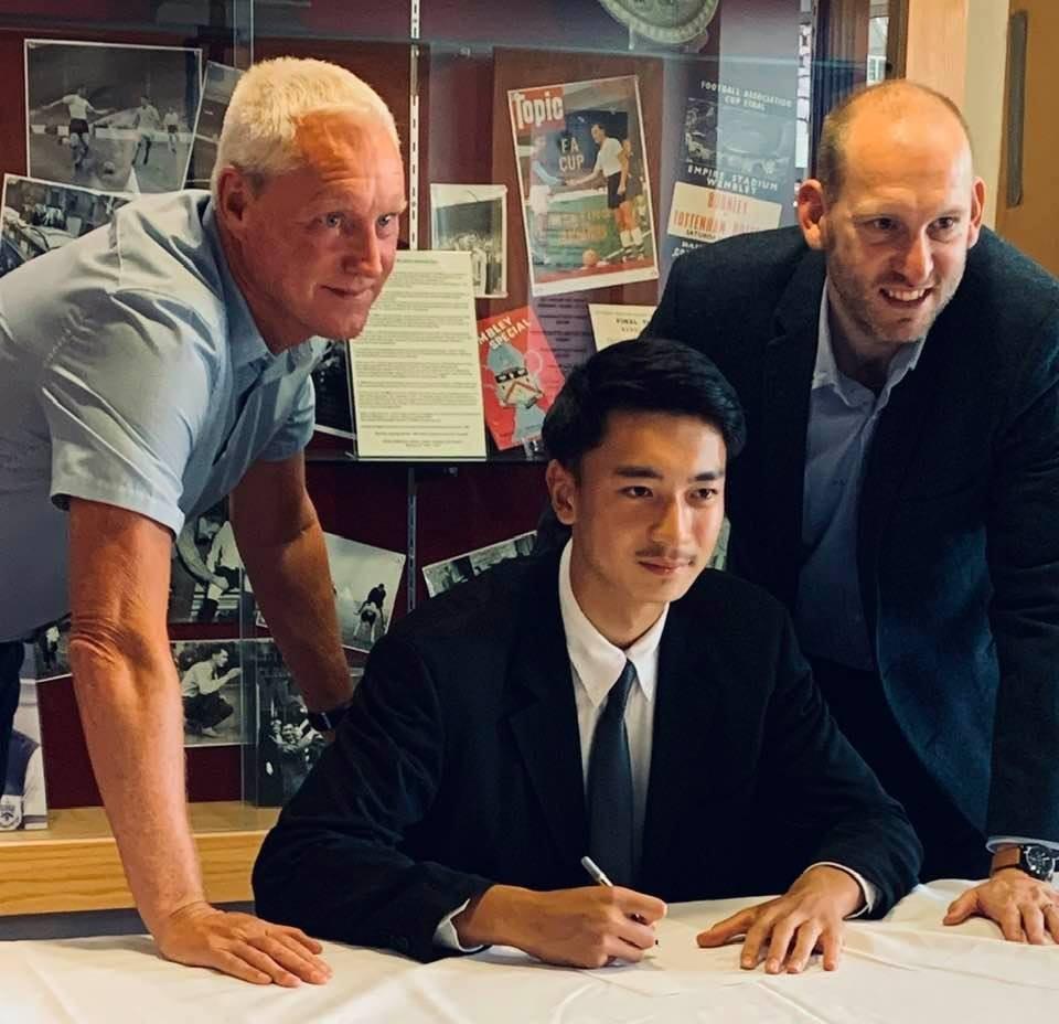 นาธาน เจมส์ เซ็นสัญญาทุนซบ เบิร์นลีย์ ฟุตบอลในประเทศ