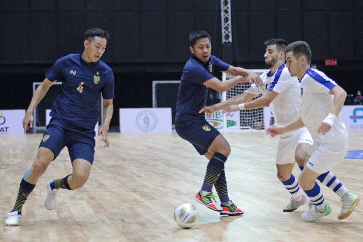 โต๊ะเล็กไทยลิ่วปรี-เวิลด์คัพ ซัดท้ายเกมดับอุซเบฯสุดมัน ฟุตบอลในประเทศ