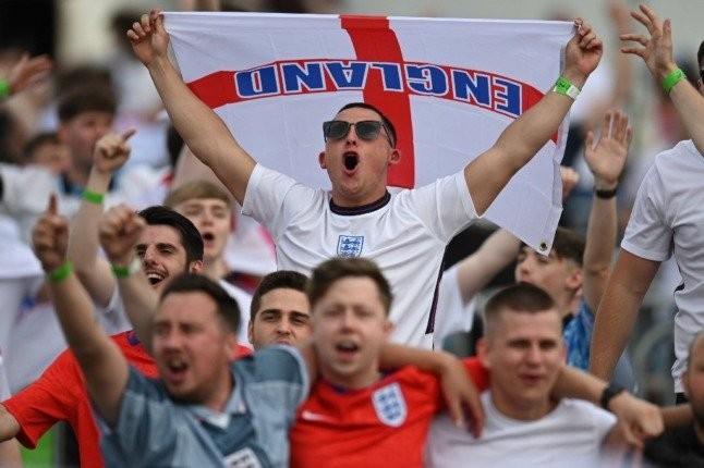 แฟนบอลอังกฤษ ร่วมลงชื่อขอรัฐบาลให้วันหยุดพิเศษ หลังจบยูโรนัดชิง พรีเมียร์ลีก อังกฤษ