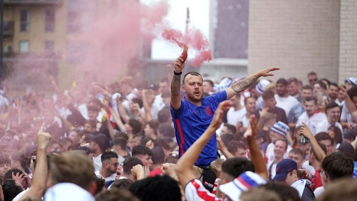 กรรมตามทัน! แฟนบอลอังกฤษ สร้างวีรกรรมเพียบก่อนเกมนัดชิง ยูโร 2020