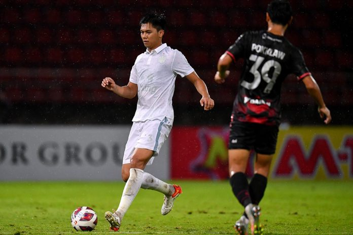 แข้งเทพ ท็อปฟอร์มเปิดบ้านสอย บุรีรัมย์ 2-0 ฟุตบอลในประเทศ
