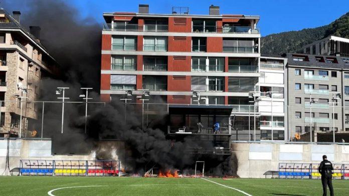 ส่อเลื่อน! ไฟไหม้สนามอันดอร์ร่า ก่อนคัดบอลโลก ทีมชาติ